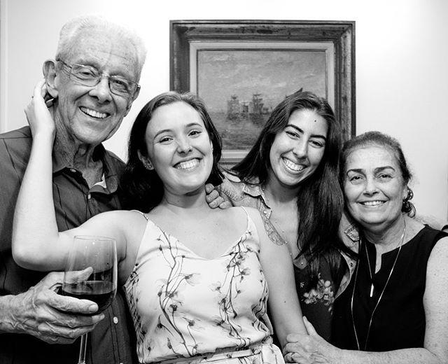 As melhores coisas do mundo são avô e avó então não me contento com os meus, tiro sempre uma casquinha por aí! Obrigada por dividir esses dois comigo por tantos anos @camilabernardesf ❤️ ❤️
