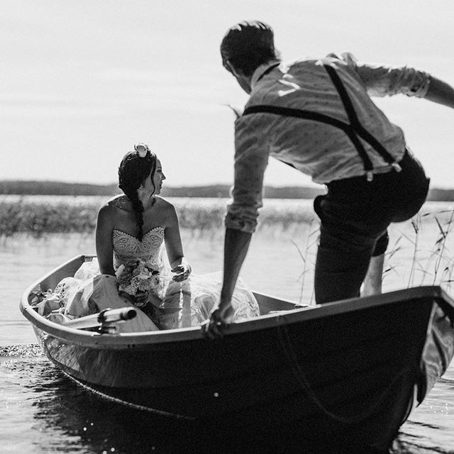 #hochzeitsfotografie #weddingphotographer #finland #bride #weddingdress #doityourself #diy #boat #groom