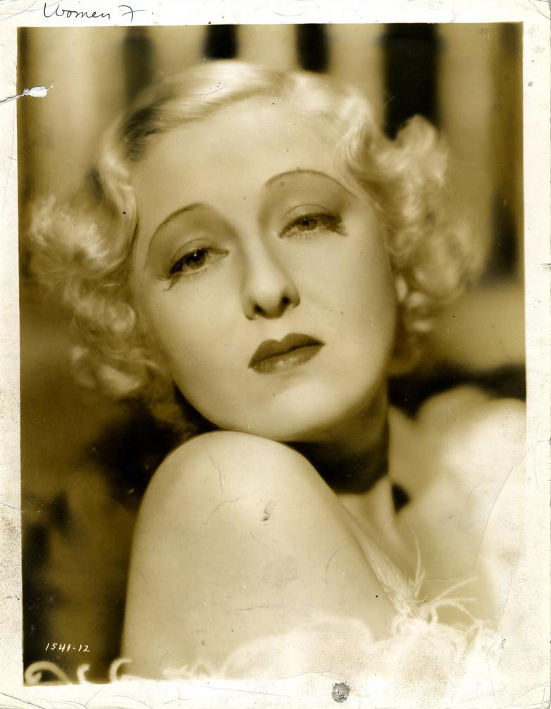 PeggyHopkinsJoyce c. 1933.jpg