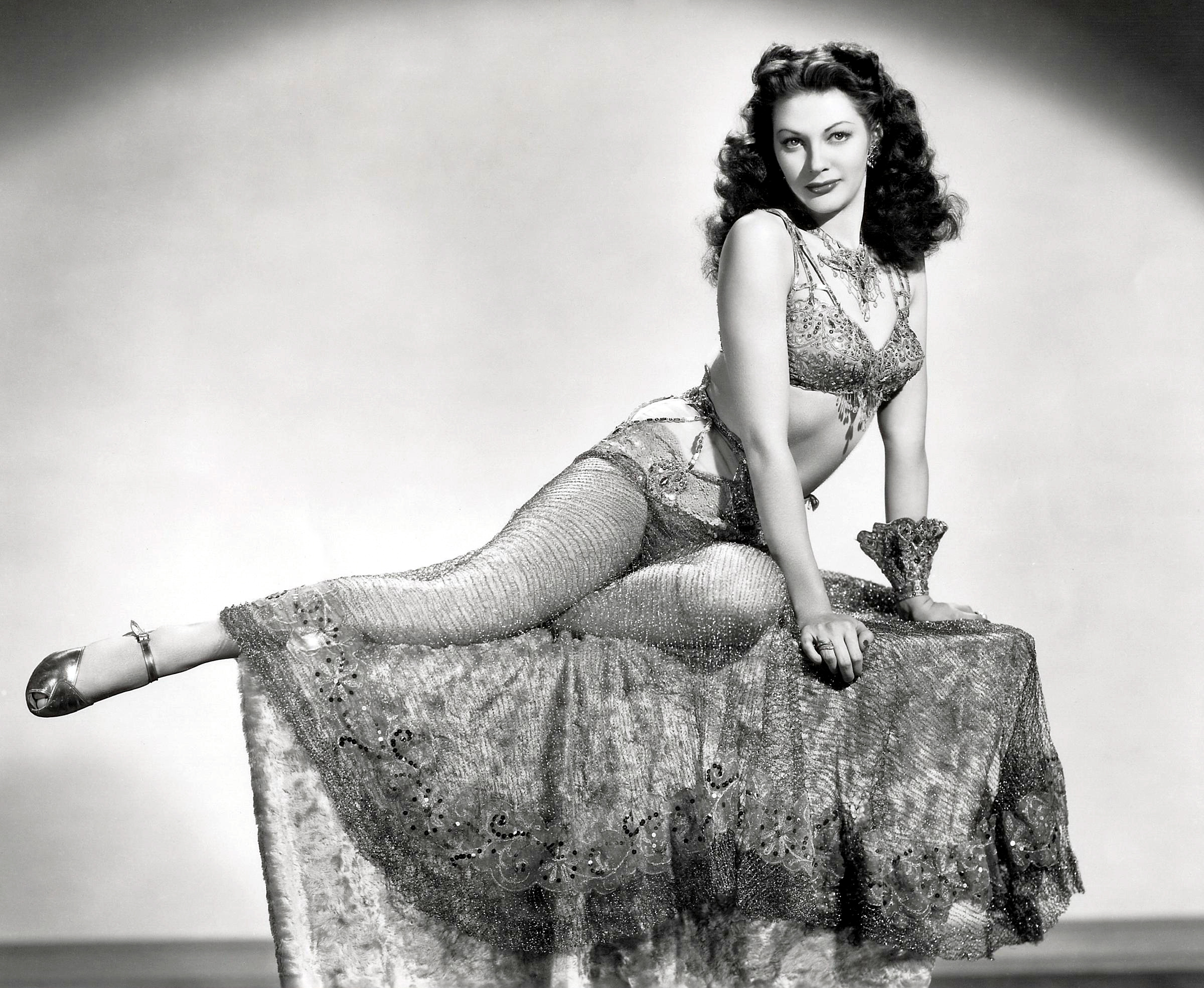 Yvonne De Carlo in Salome, Where She Danced (1945)