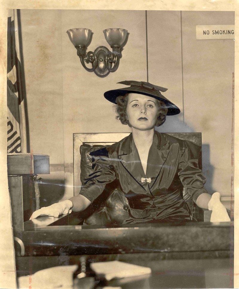 Mary Astor testifies in court, 1935 | Photograph by the Los Angeles Times