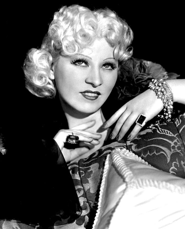 Mae_West_-_1936.jpg
