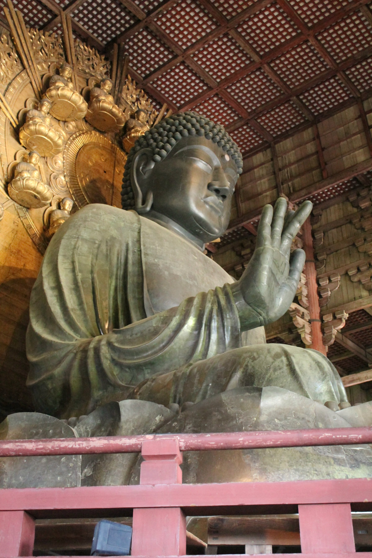 The bronze Buddha. I'm watching you!