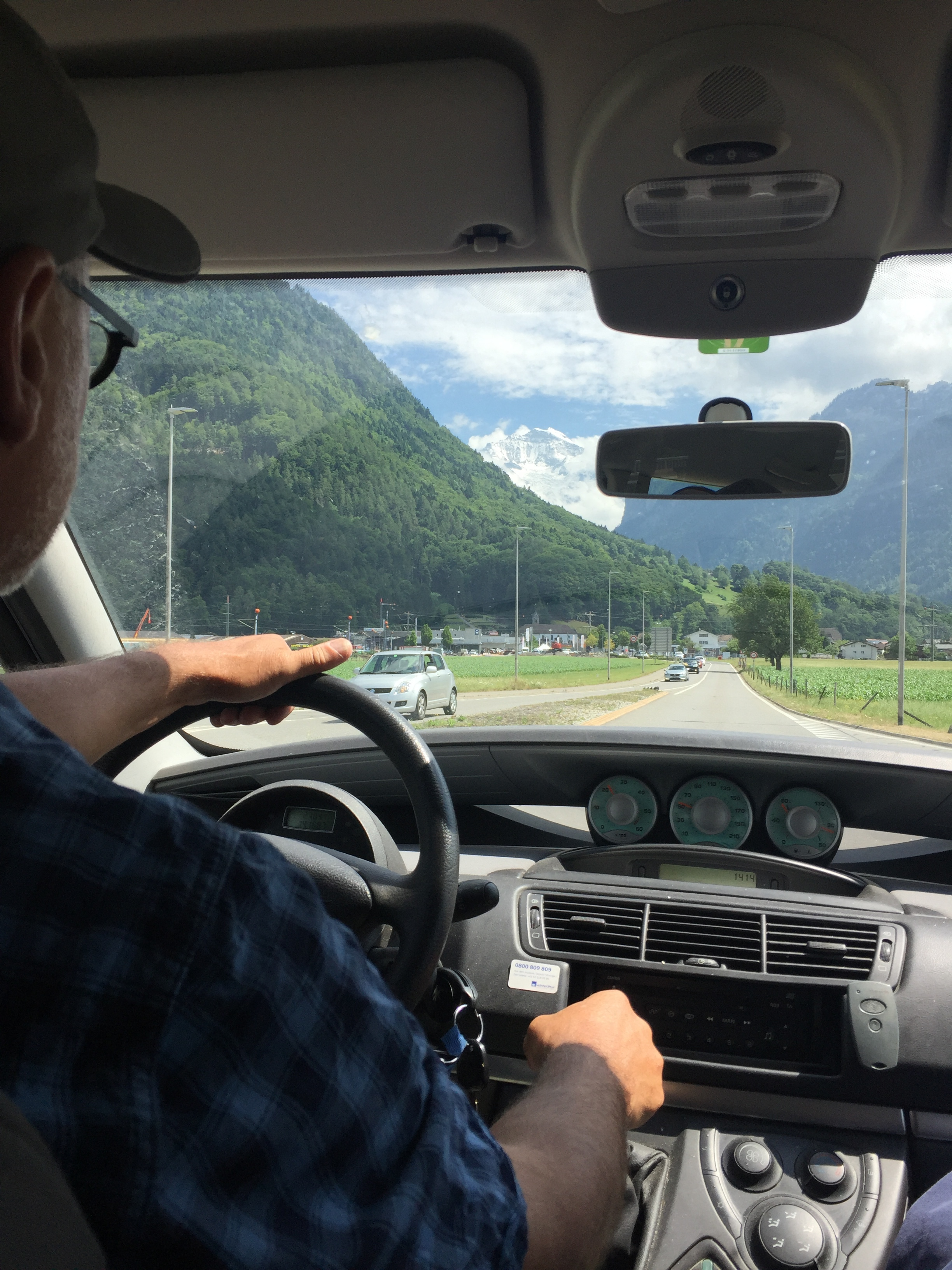 On the road from Wilderswil toward Lauterbrunnen