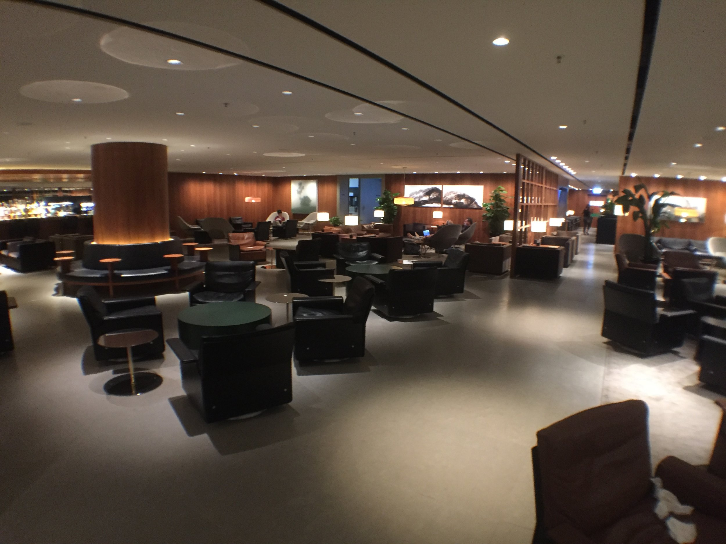 The Pier business class lounge - almost empty at 8pm.