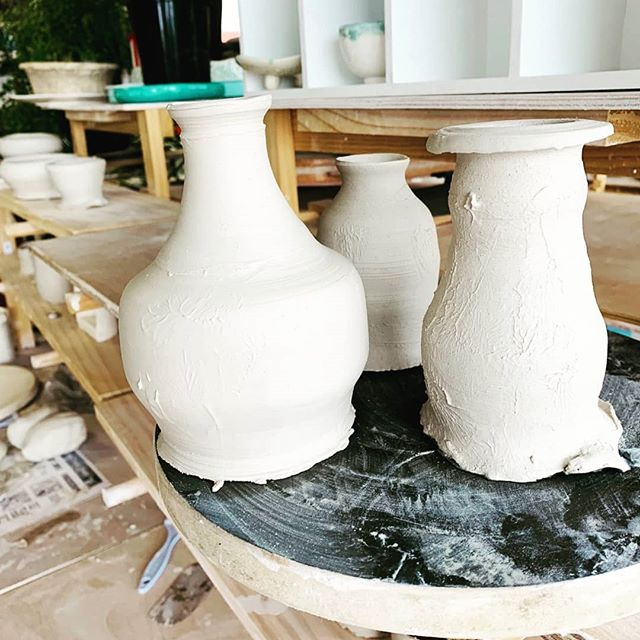 Travel doesnt mean one has to go overseas. We took a short #nswroadtrip to #Gerroa to visit our friends @zeyneptestoni_ceramics for a #weekend #claydate  #gerroansw #thingstodoonthesouthcoast #beingcreative