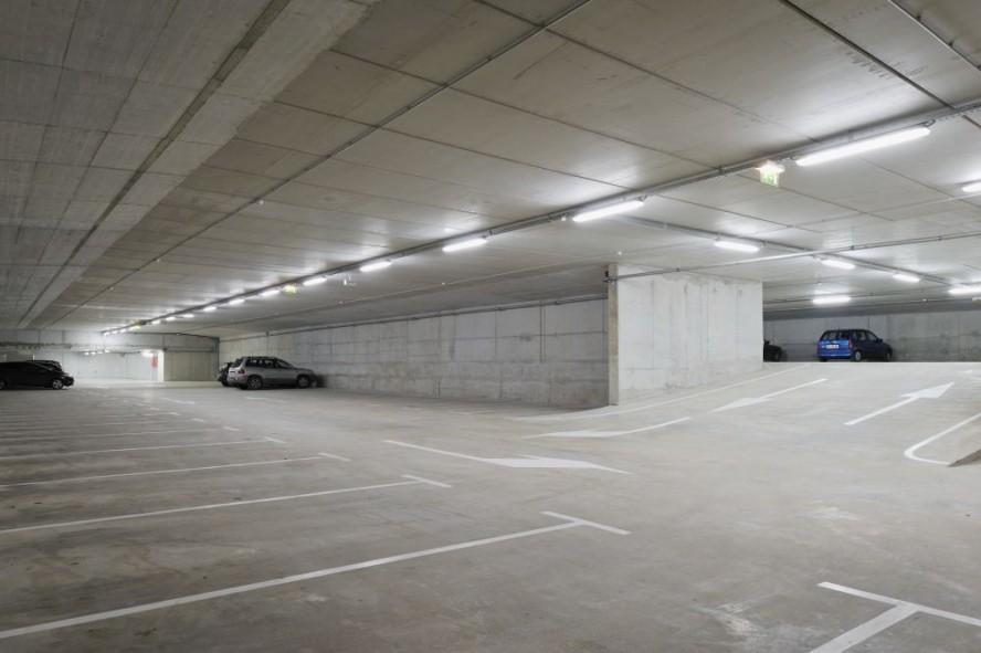 Tubos LED en Estacionamientos