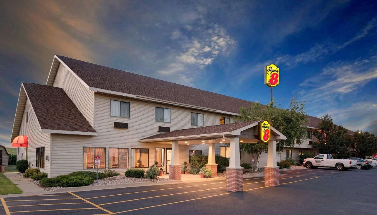 Super Motel 8 -