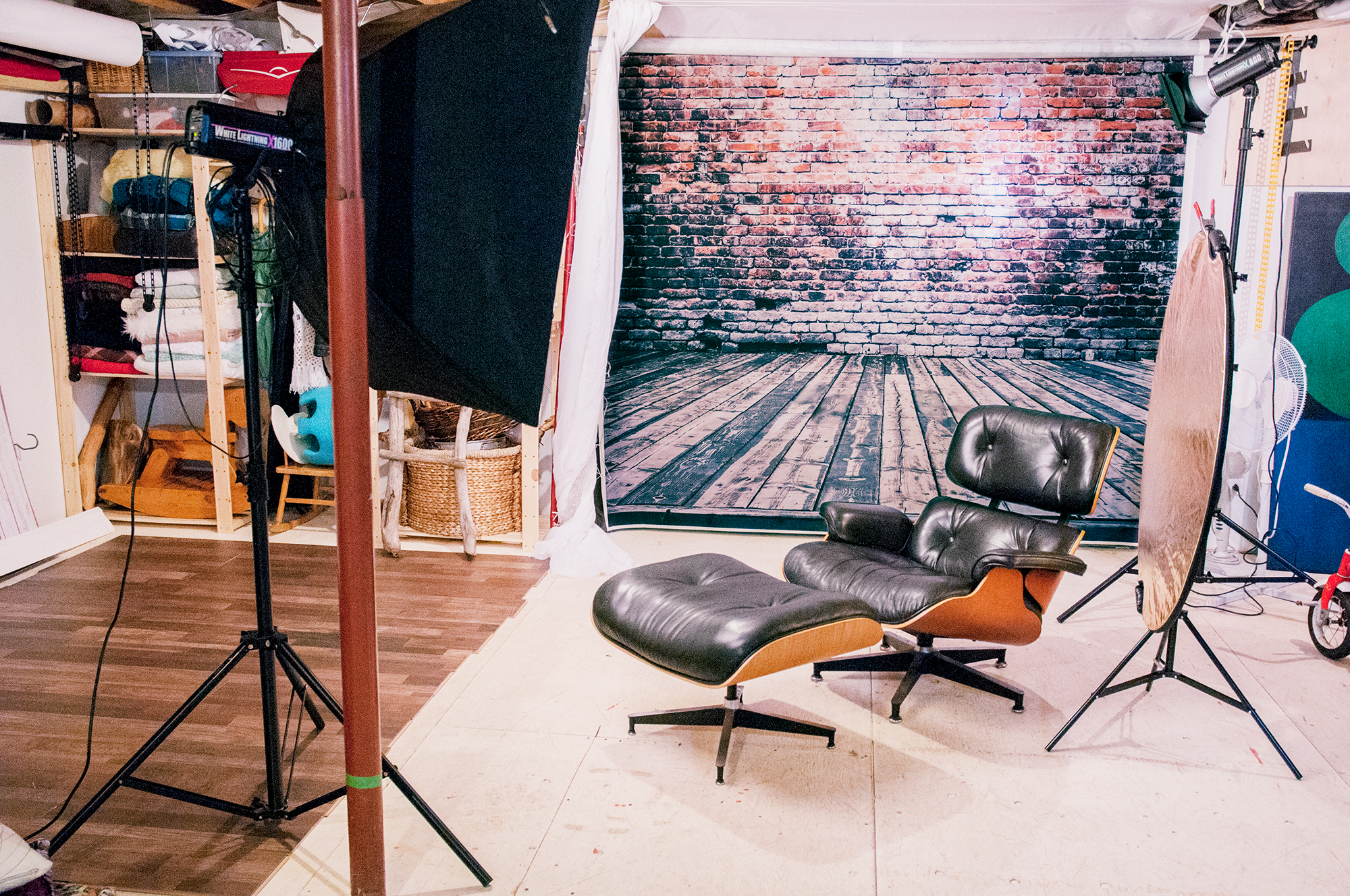 Set 1 with Eames Chair