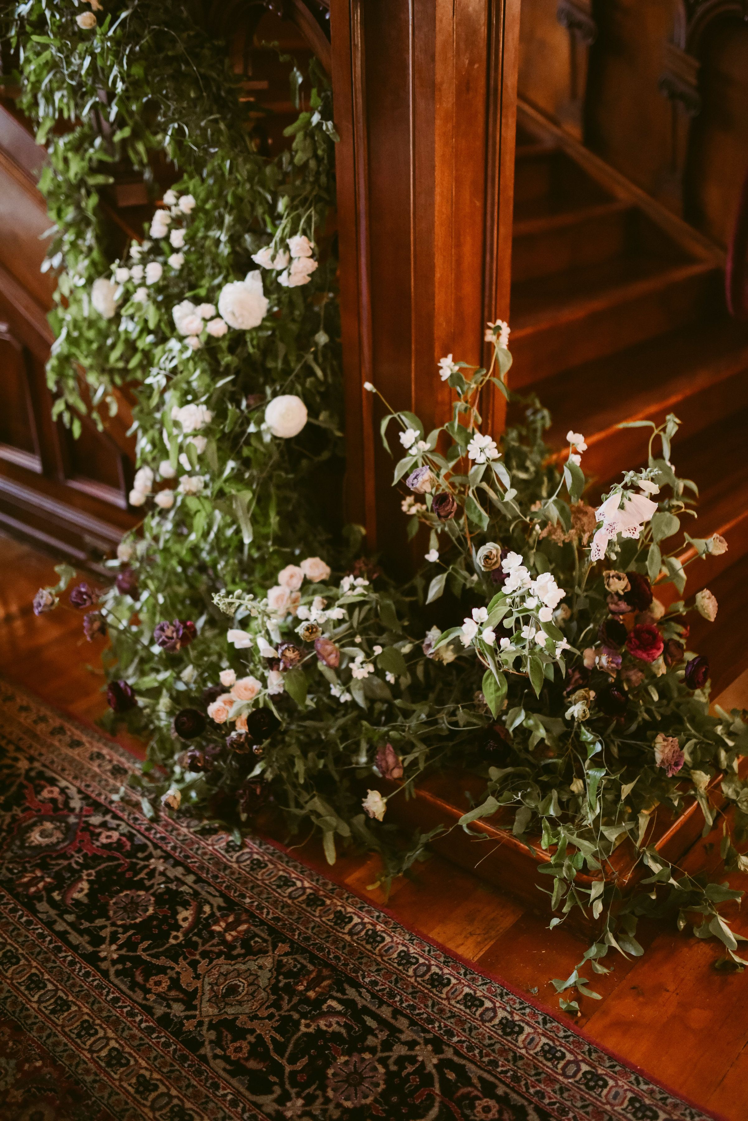 We seriously love all these gorgeous florals, throughout the entire venue - talk about romance!