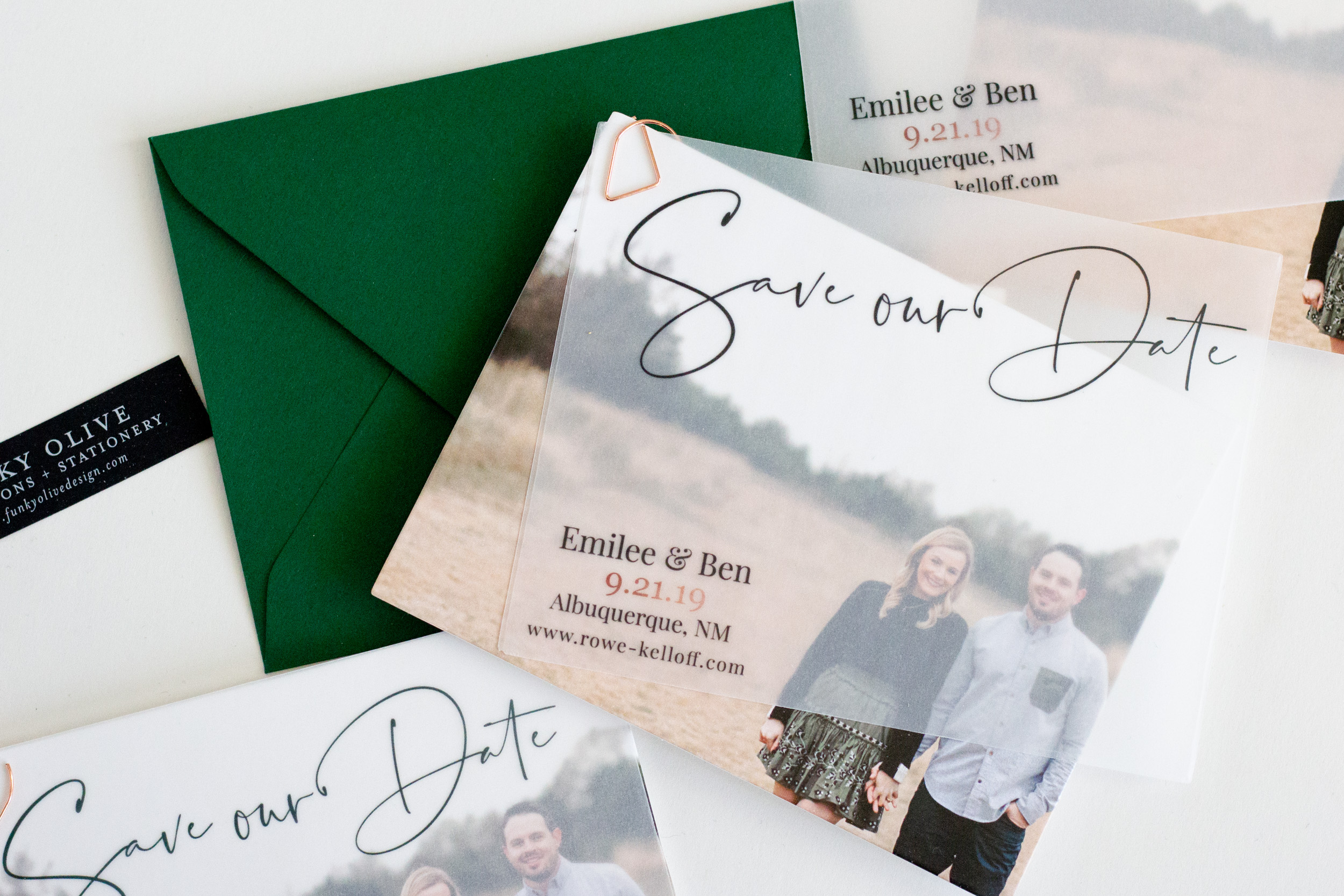 Emilee and Ben chose a vellum overlay to accompany the sweetest engagement photo, held on with a super chic rose gold clip. Paired with a bold green envelope, these definitely top our charts and capture our hearts!