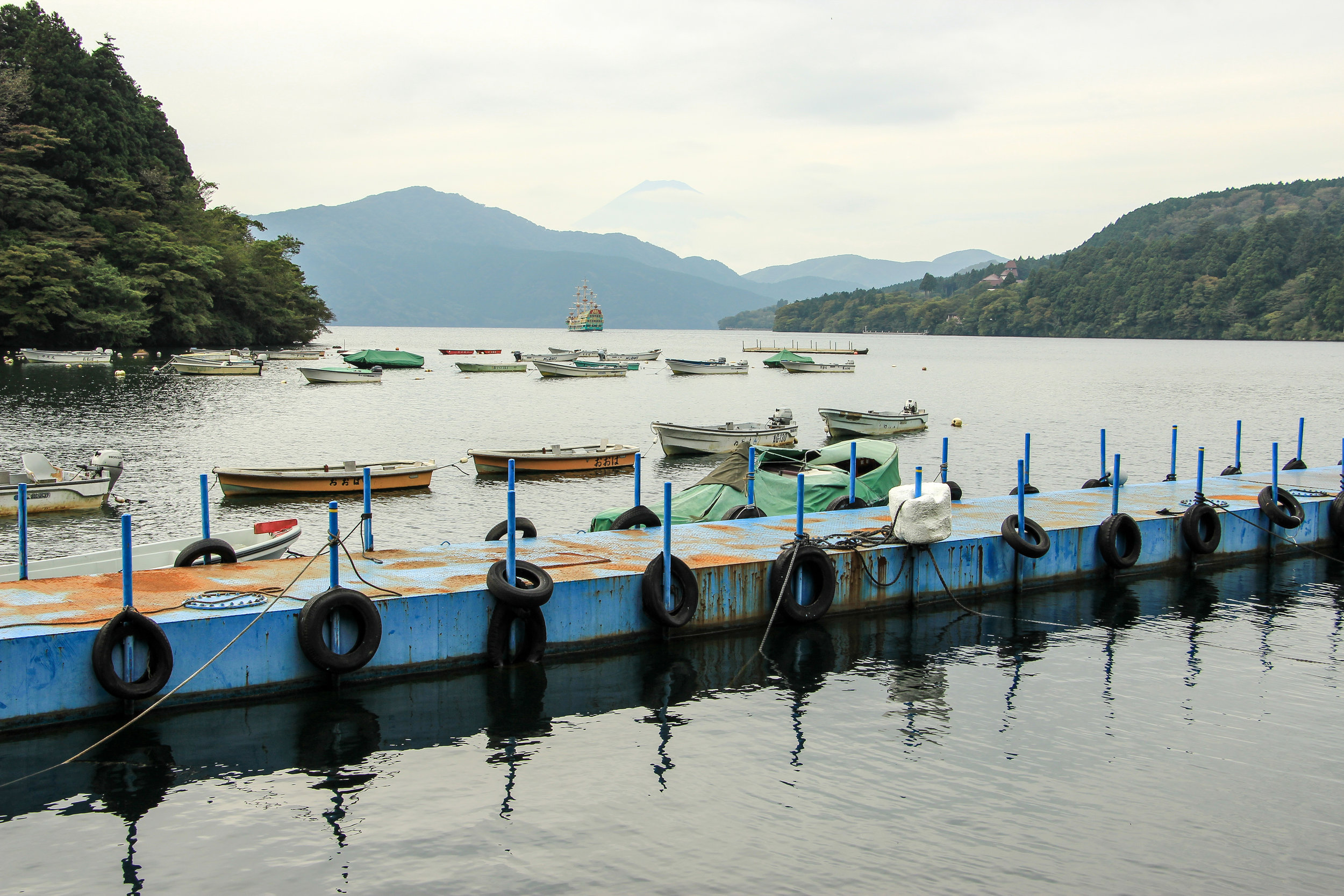 Hakone In A Simple Way Like That | Lake Ashi, Mount Fuji, Hakone | Fuji-Hakone-Izu National Park, Japan, Asia | DoLessGetMoreDone.com |