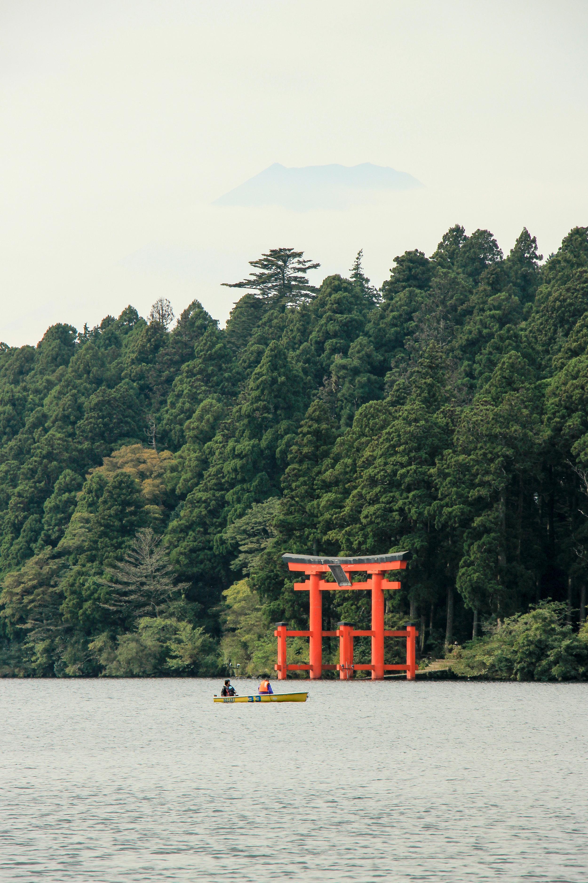 Hakone In A Simple Way Like That | Lake Ashi, Mount Fuji, Torii, Hakone | Fuji-Hakone-Izu National Park, Japan, Asia | DoLessGetMoreDone.com |
