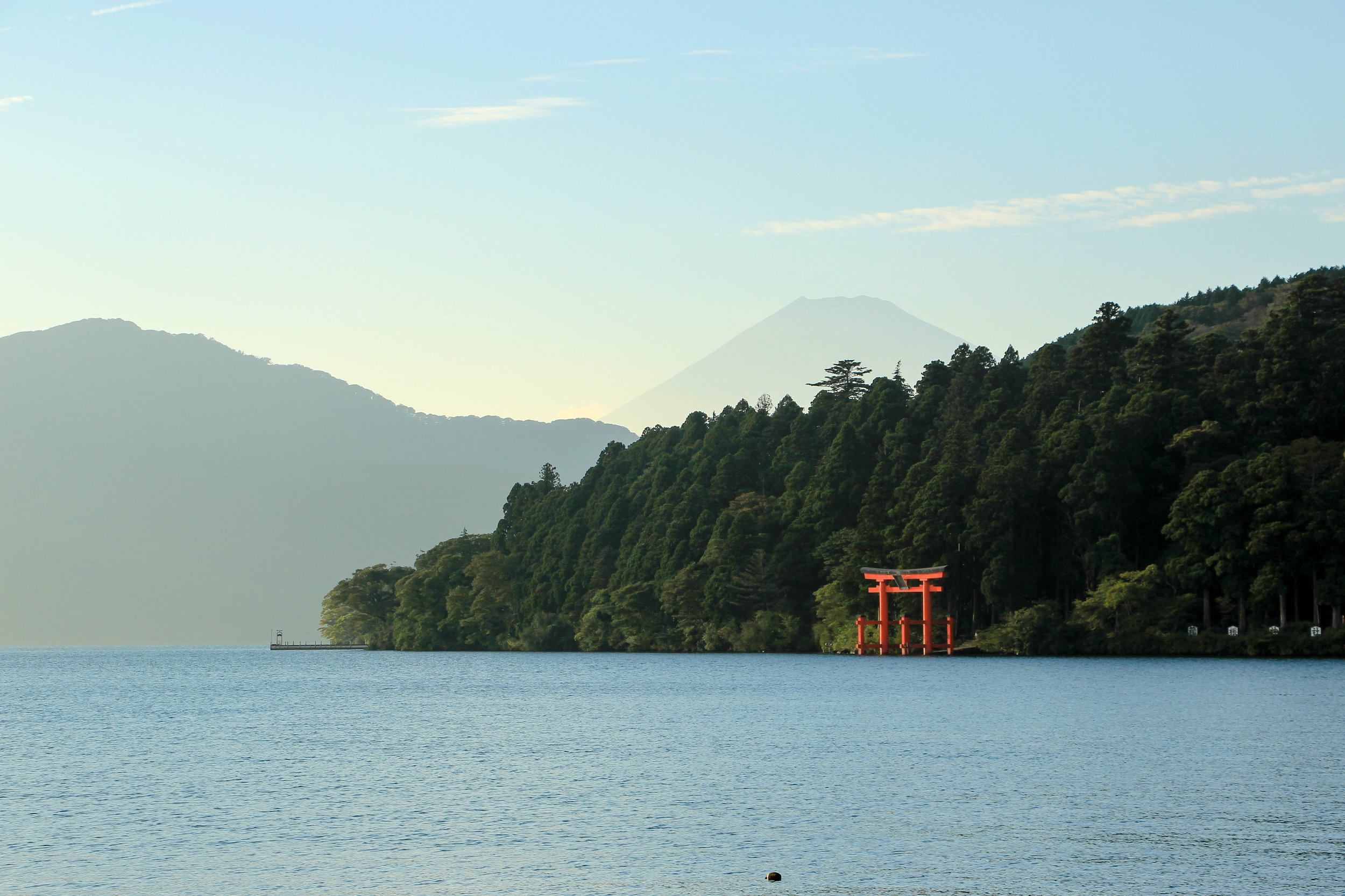 Hakone In A Simple Way Like That | Lake Ashi, Mount Fuji, Torii, Hakone | Fuji-Hakone-Izu National Park, Japan, Asia | DoLessGetMoreDone.com |