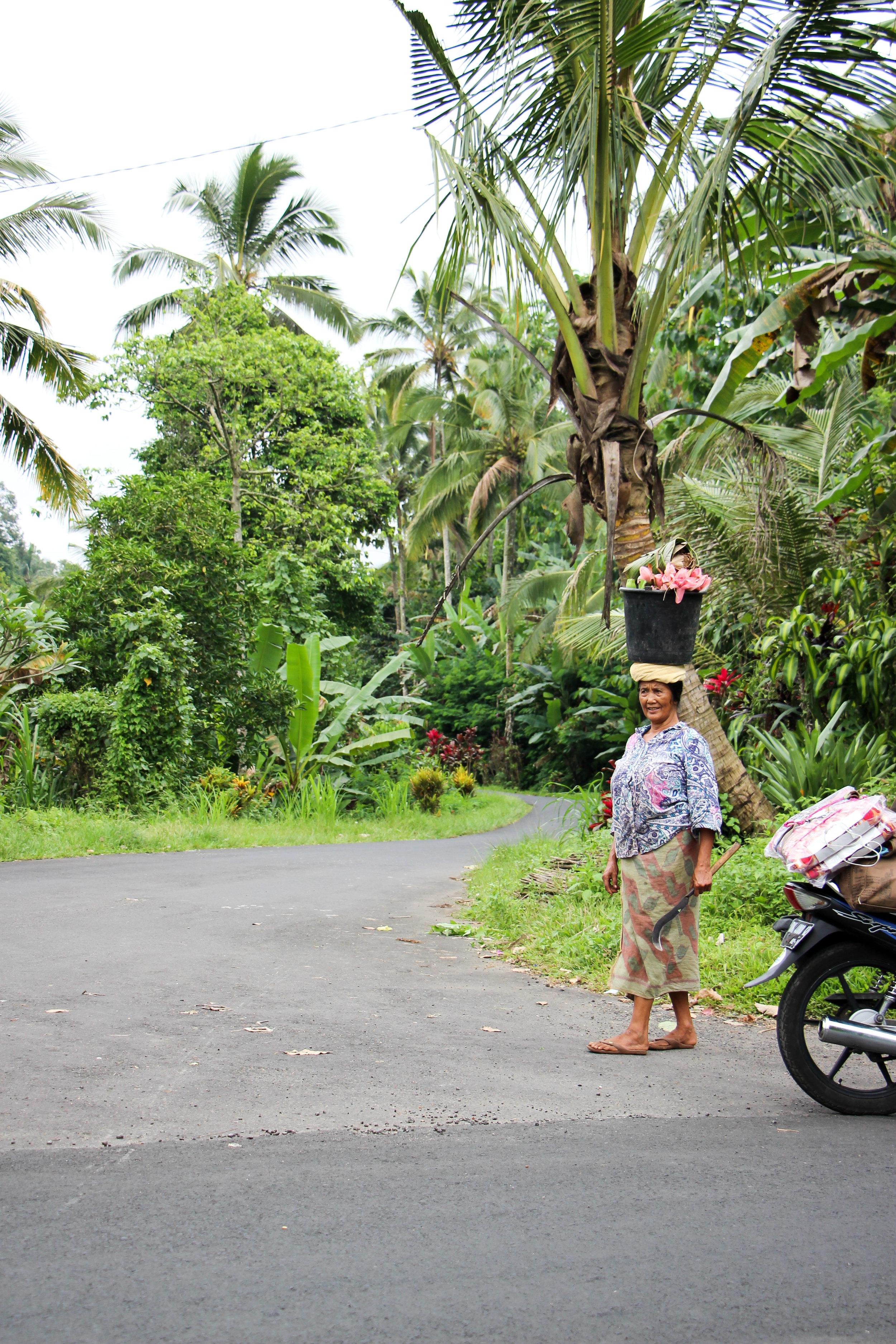 Women, everyday life, Bali, Indonesia, Asia | DoLessGetMoreDone.com |