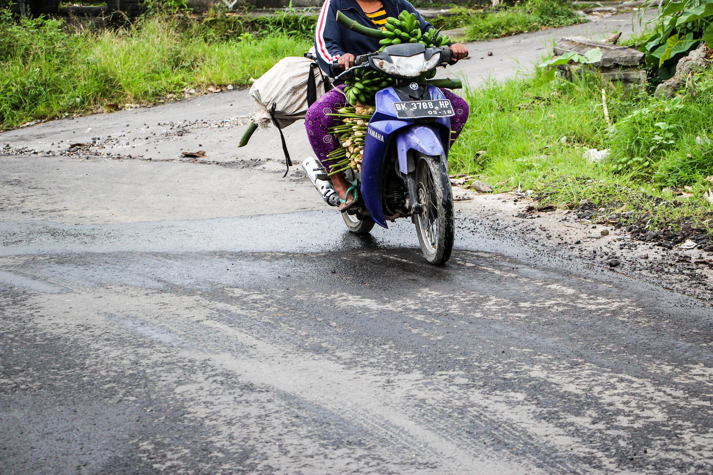 Women, daily life, Bali, Indonesia, Asia | DoLessGetMoreDone.com |