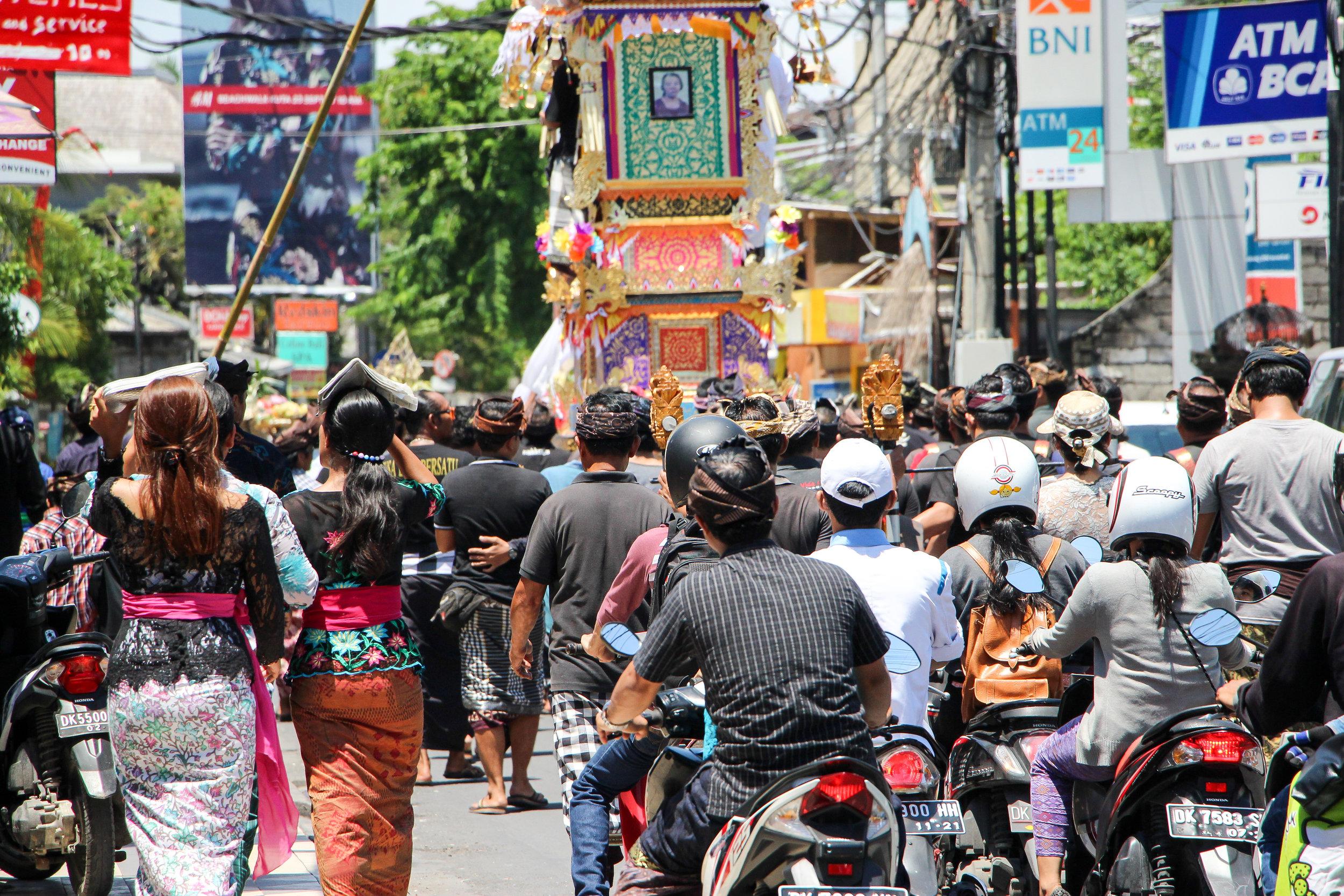 Funeral, death, religious ceremony, Bali, Indonesia, Asia | DoLessGetMoreDone.com |