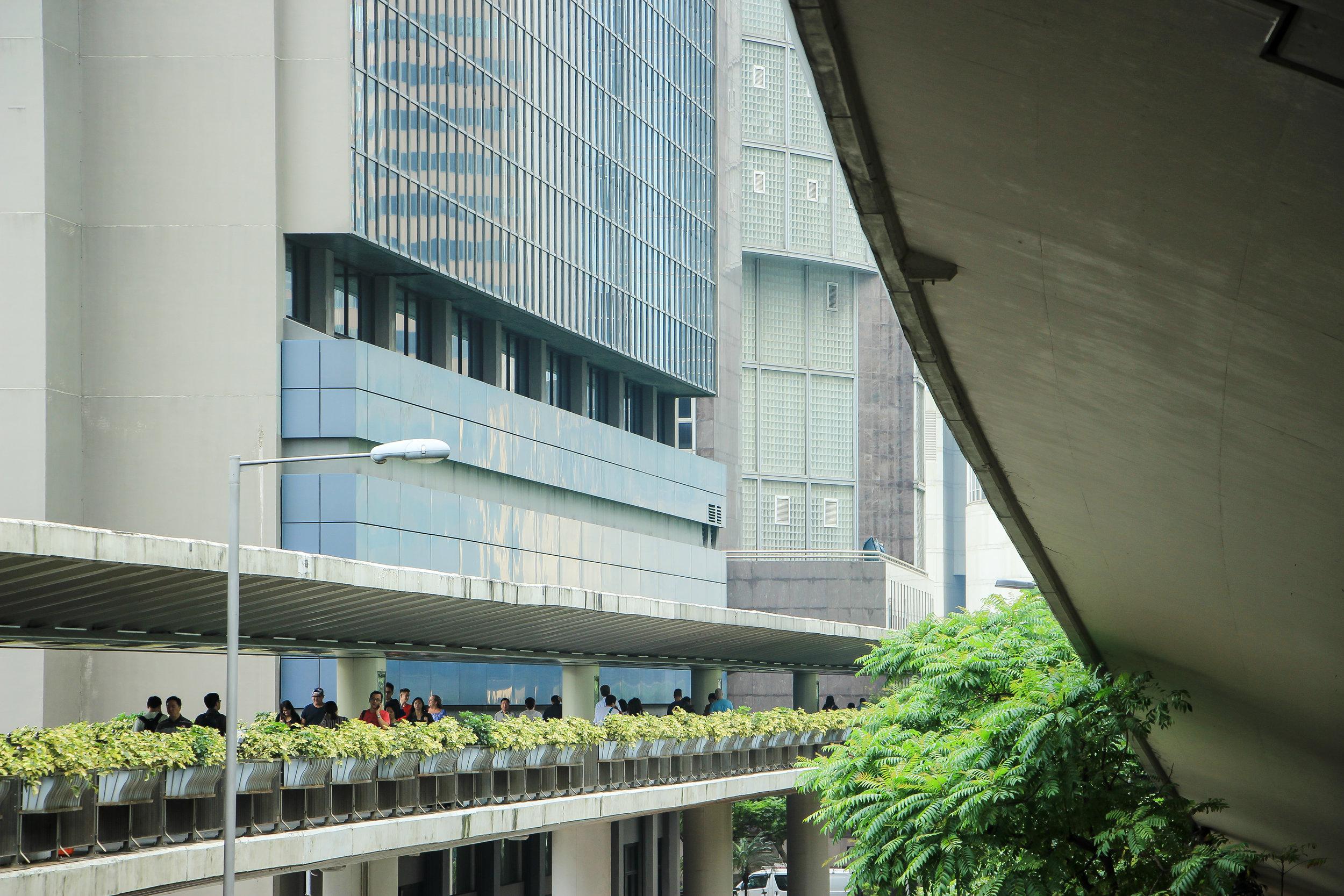 HONG KONG, HONG KONG ISLAND, street photography, ARCHITECTURE, people, MINIMAL, ASIA | DOLESSGETMOREDONE.COM |
