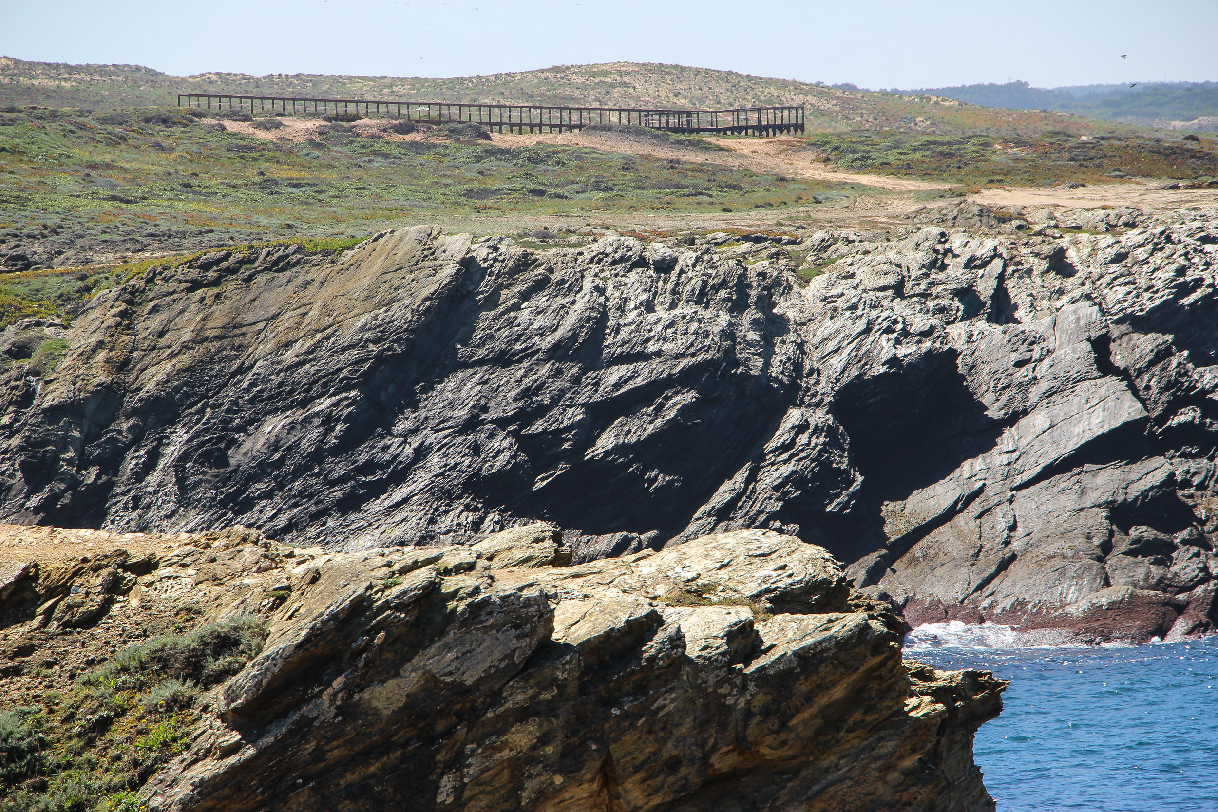 coast between Sines and Porto Covo | Alentejo, Portugal, Europe | DoLessGetMoreDone.com | How to be on the good side of traveling?