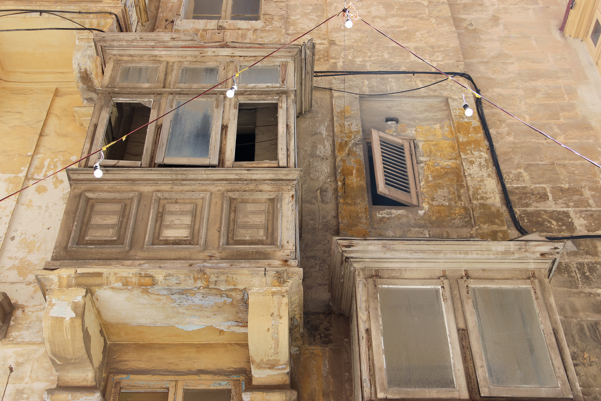 Time is Flying | Old House of Malta | Traditional Enclosed Wooden BalconY, Street Light | Old Town of Valletta | - Thinking About Appreciation For Quality In Malta | Malta, Europe | DoLessGetMoreDone.com | - Canon Travel Documentary Photography - search for Liveability | Sustainability