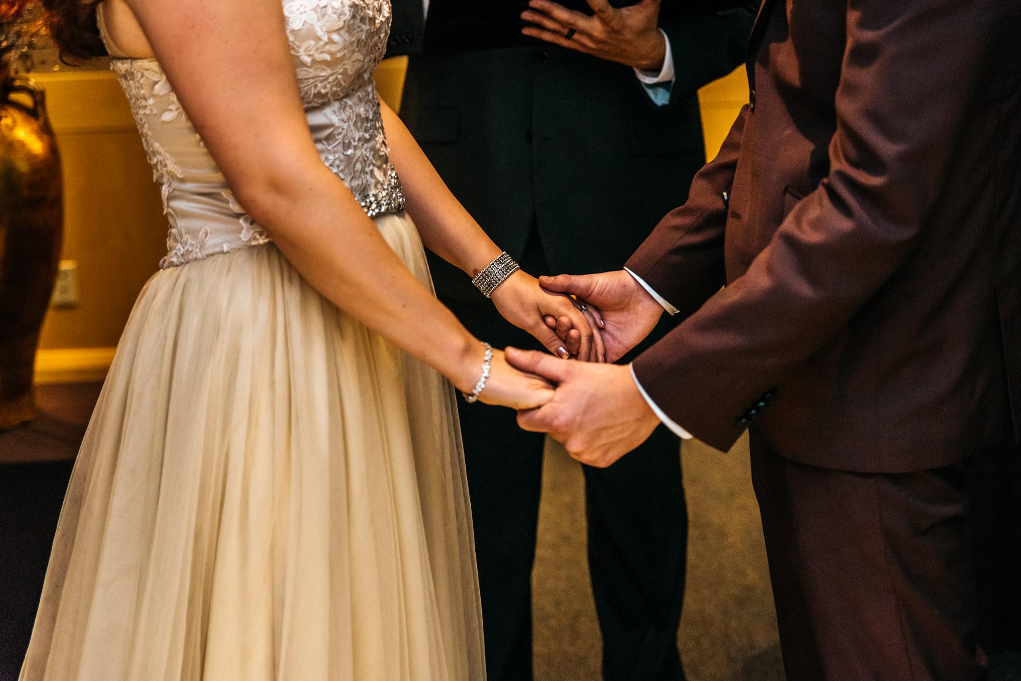 151027hollyburn_country_club_wedding_photographer16.jpg