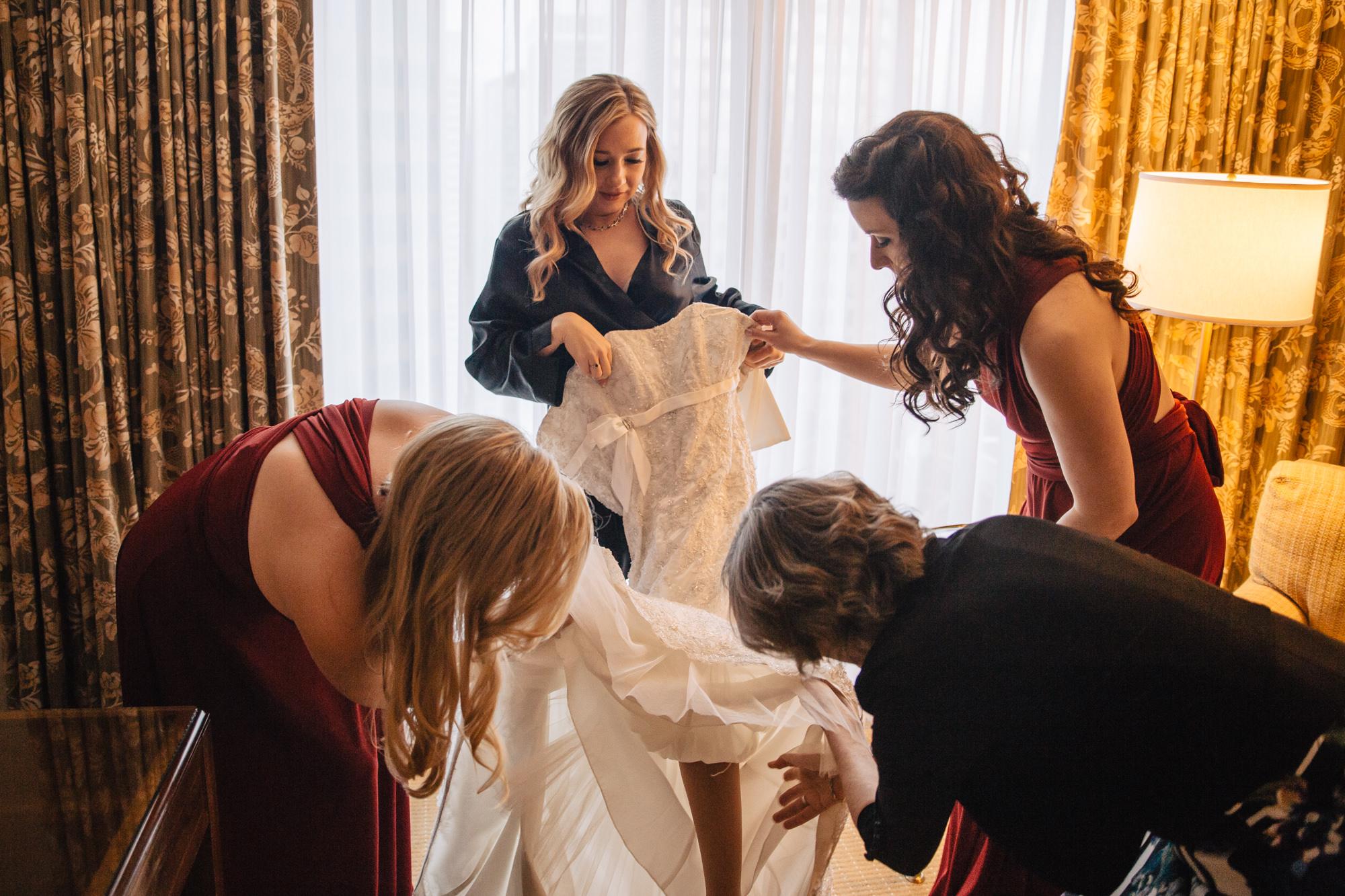 4-four-seasons-hotel-bridesmaids-prep.jpg