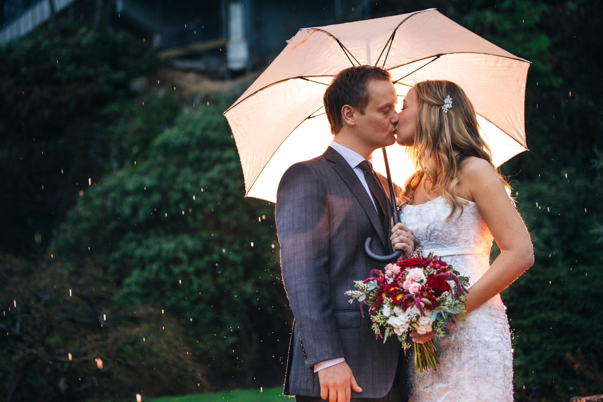 16-queen-elizabeth-park-qepark-bride-groom-umbrella.jpg