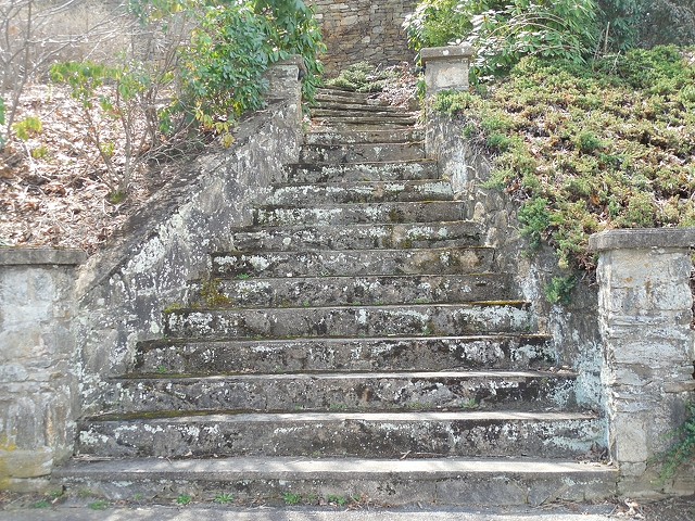 old-steps-leading-to-mountain-4896x3672_75689.jpg