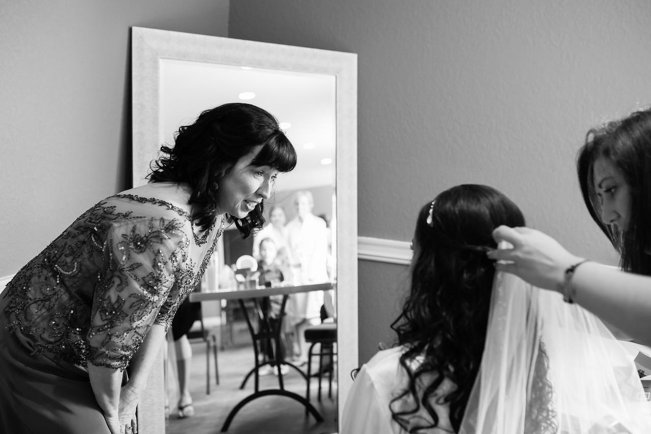 0065_Josh+Lindsey_WeddingBW-X2.jpg