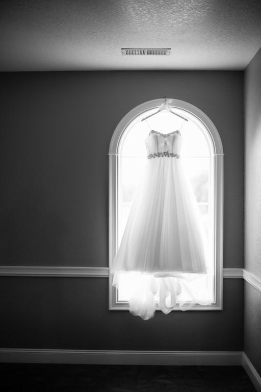 0084_Josh+Lindsey_WeddingBW-XL.jpg