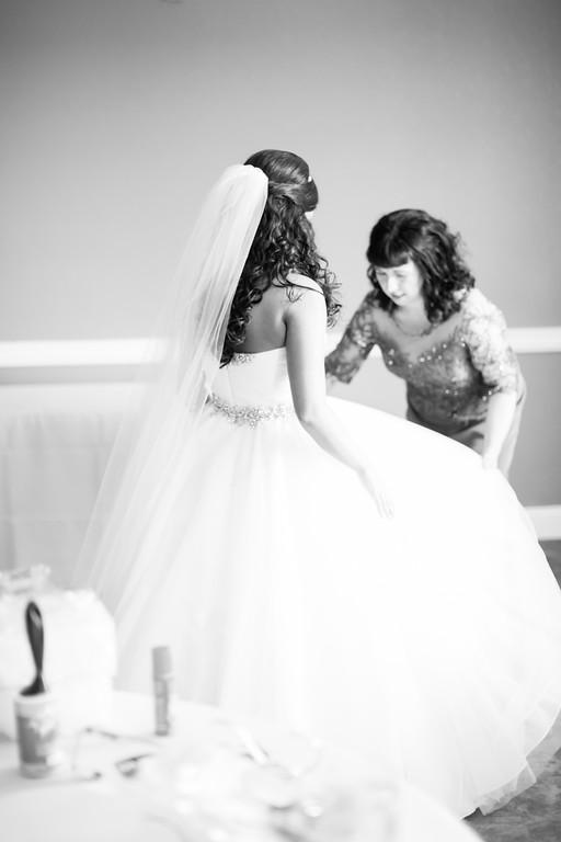 0114_Josh+Lindsey_WeddingBW-XL.jpg