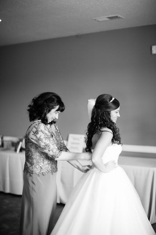 0119_Josh+Lindsey_WeddingBW-XL.jpg