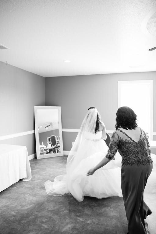 0128_Josh+Lindsey_WeddingBW-XL.jpg
