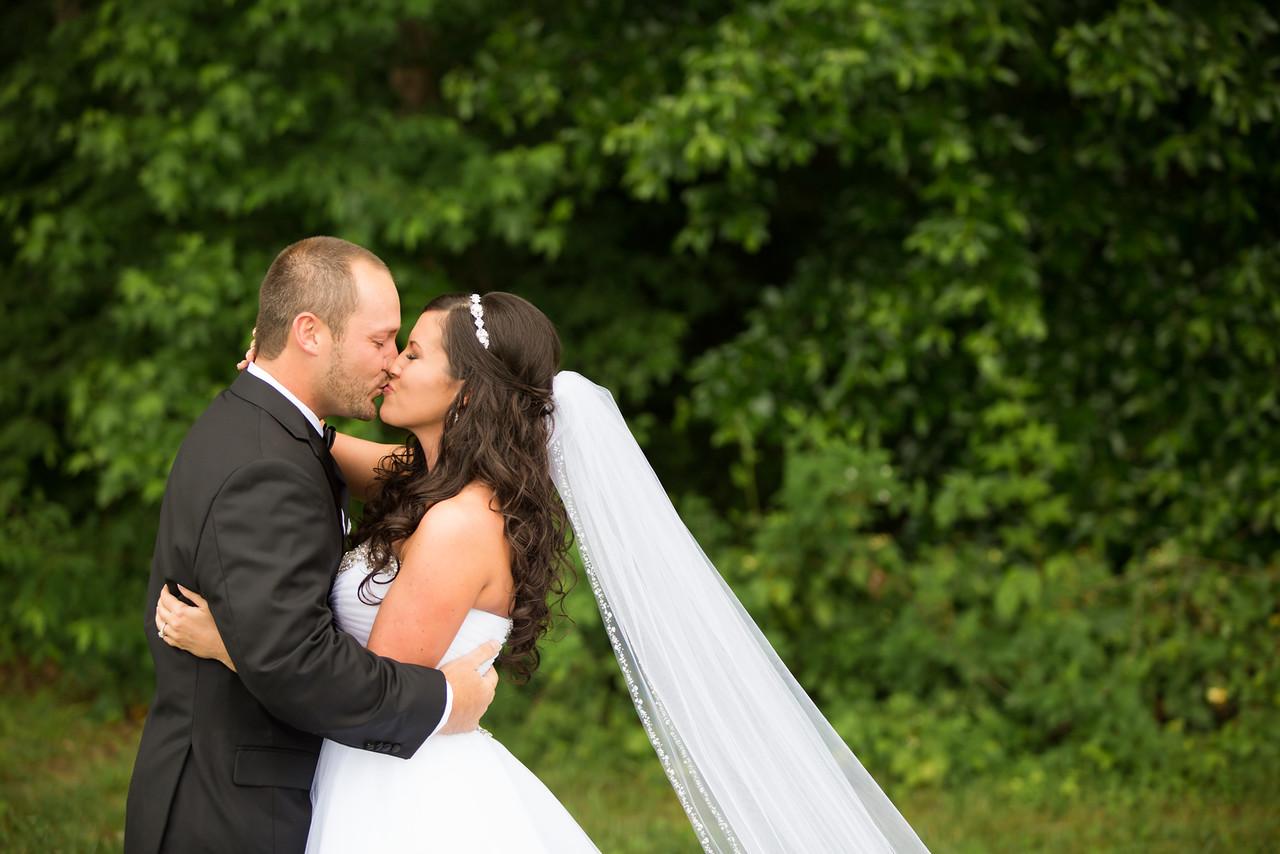 0263_Josh+Lindsey_Wedding-X2.jpg