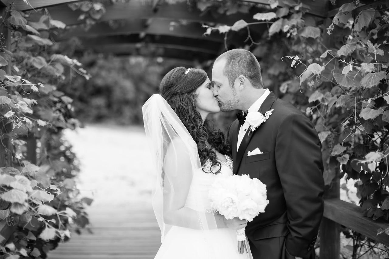 0477_Josh+Lindsey_WeddingBW-X2.jpg