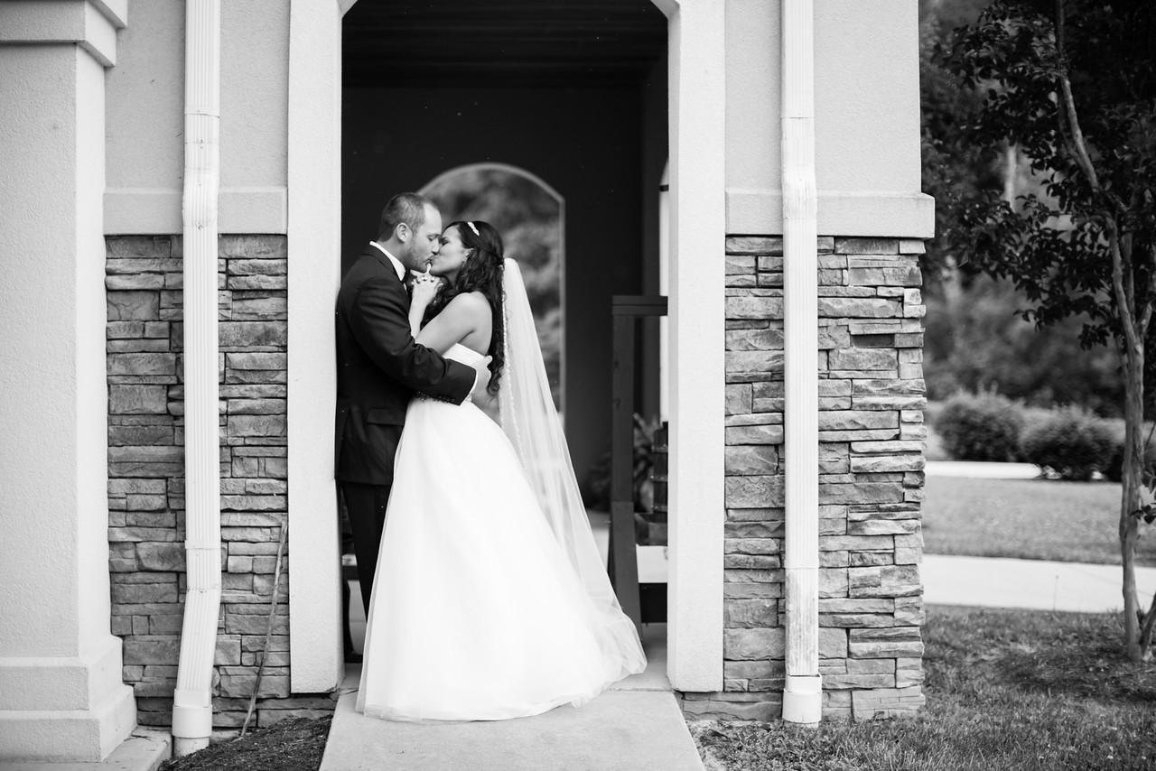 0494_Josh+Lindsey_WeddingBW-X2.jpg