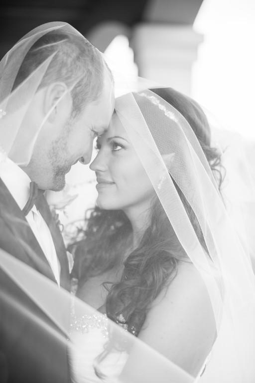 0505_Josh+Lindsey_WeddingBW-XL.jpg