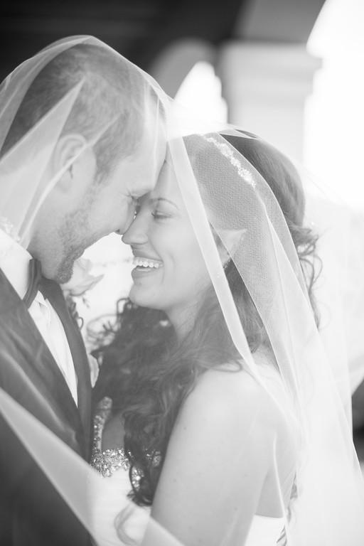0508_Josh+Lindsey_WeddingBW-XL.jpg