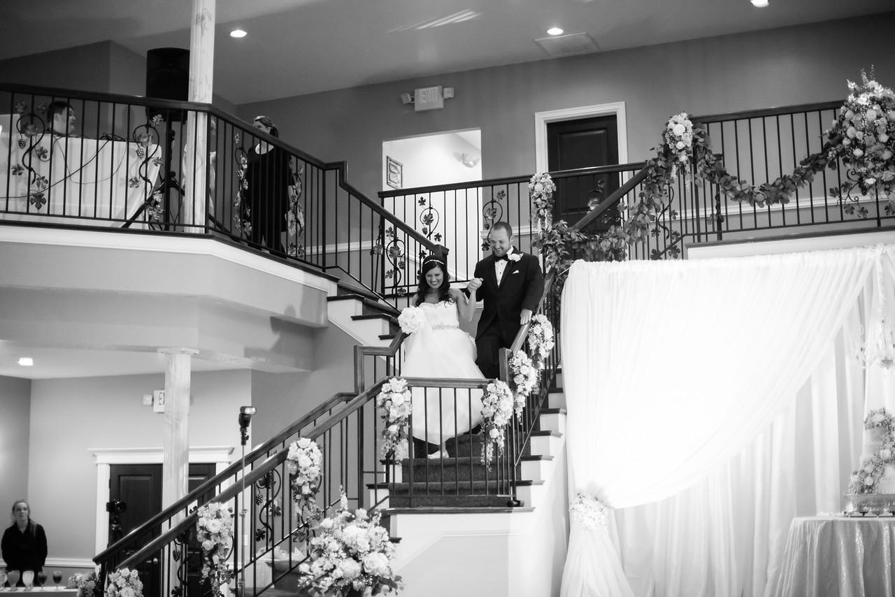 0859_Josh+Lindsey_WeddingBW-X2.jpg
