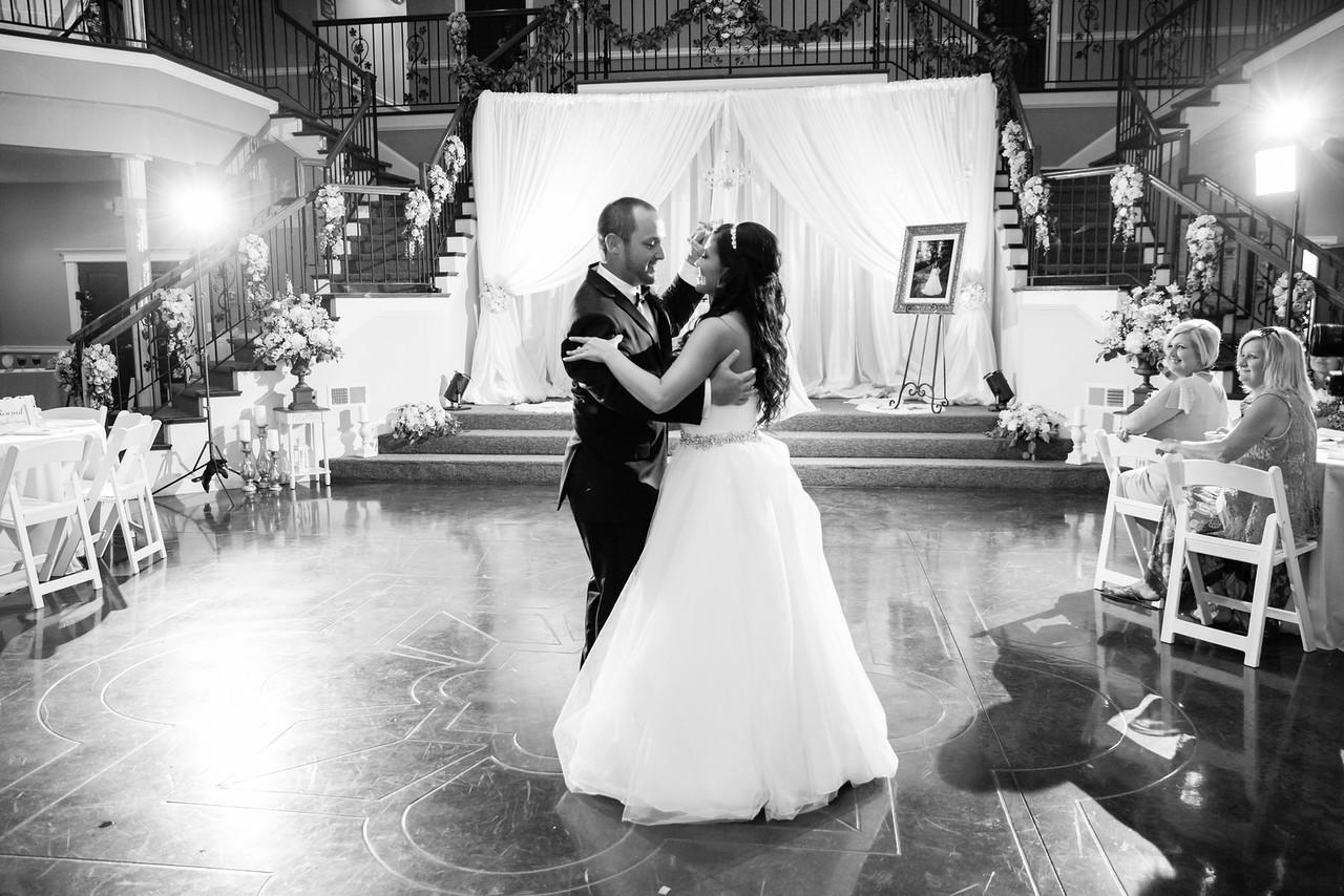 0867_Josh+Lindsey_WeddingBW-X2.jpg