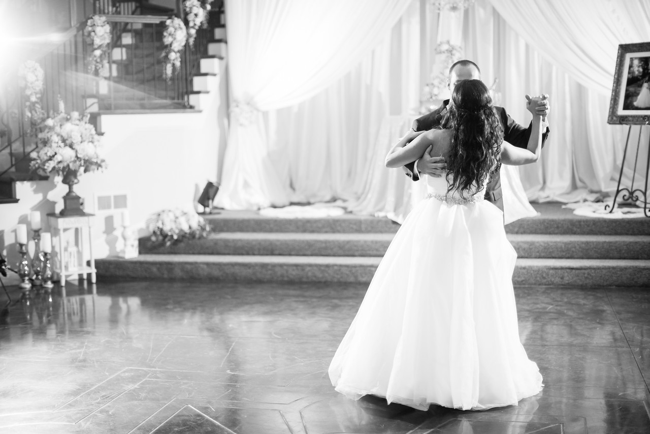 0875_Josh+Lindsey_WeddingBW-X2.jpg
