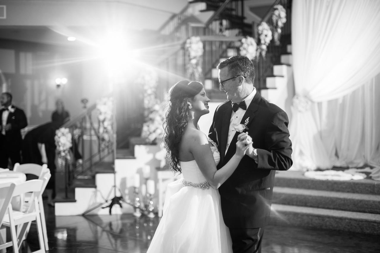 0900_Josh+Lindsey_WeddingBW-X2.jpg