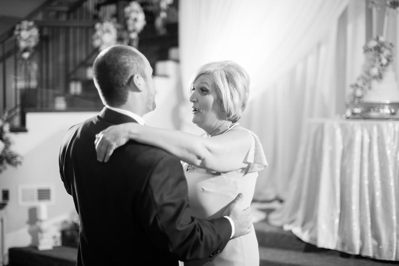 0916_Josh+Lindsey_WeddingBW-X2.jpg