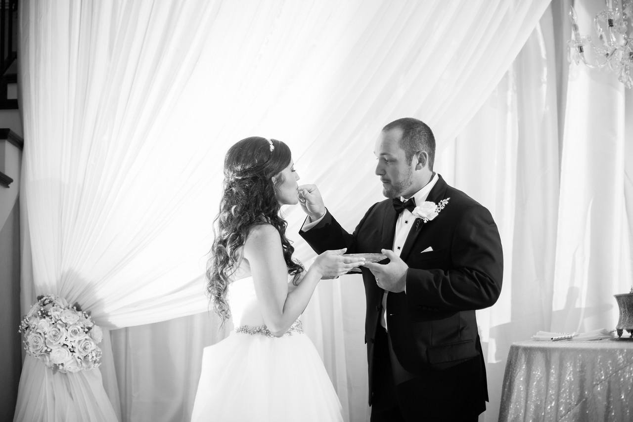 0925_Josh+Lindsey_WeddingBW-X2.jpg