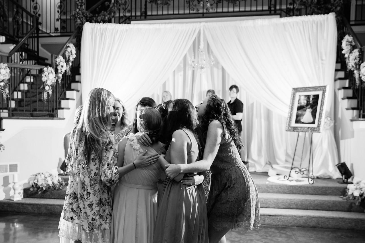 0981_Josh+Lindsey_WeddingBW-X2.jpg