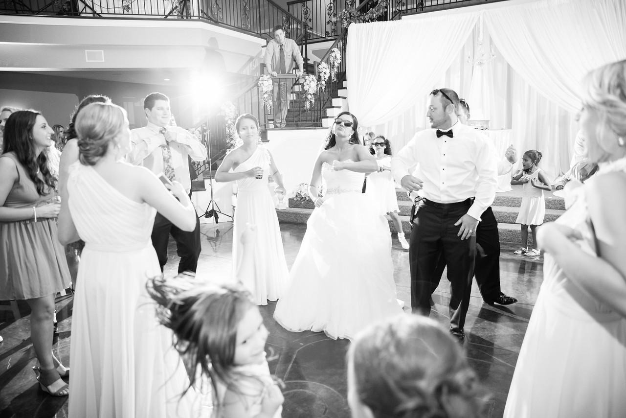 1056_Josh+Lindsey_WeddingBW-X2.jpg