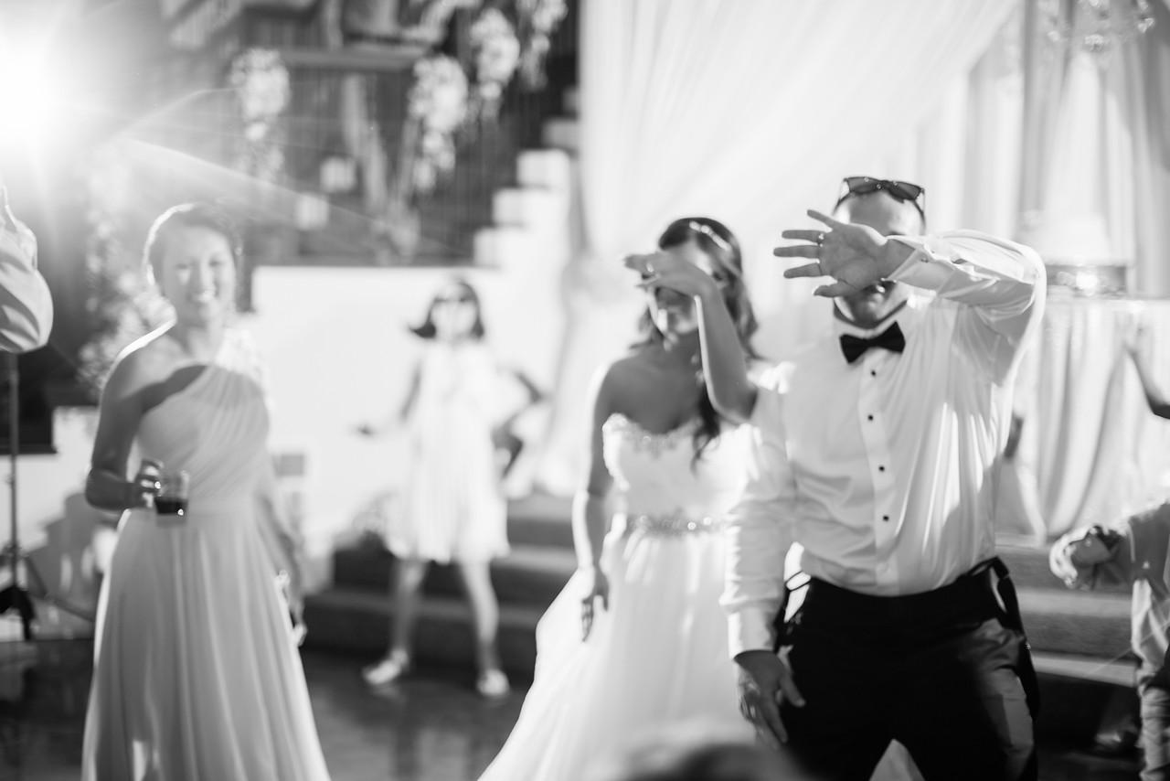 1058_Josh+Lindsey_WeddingBW-X2.jpg