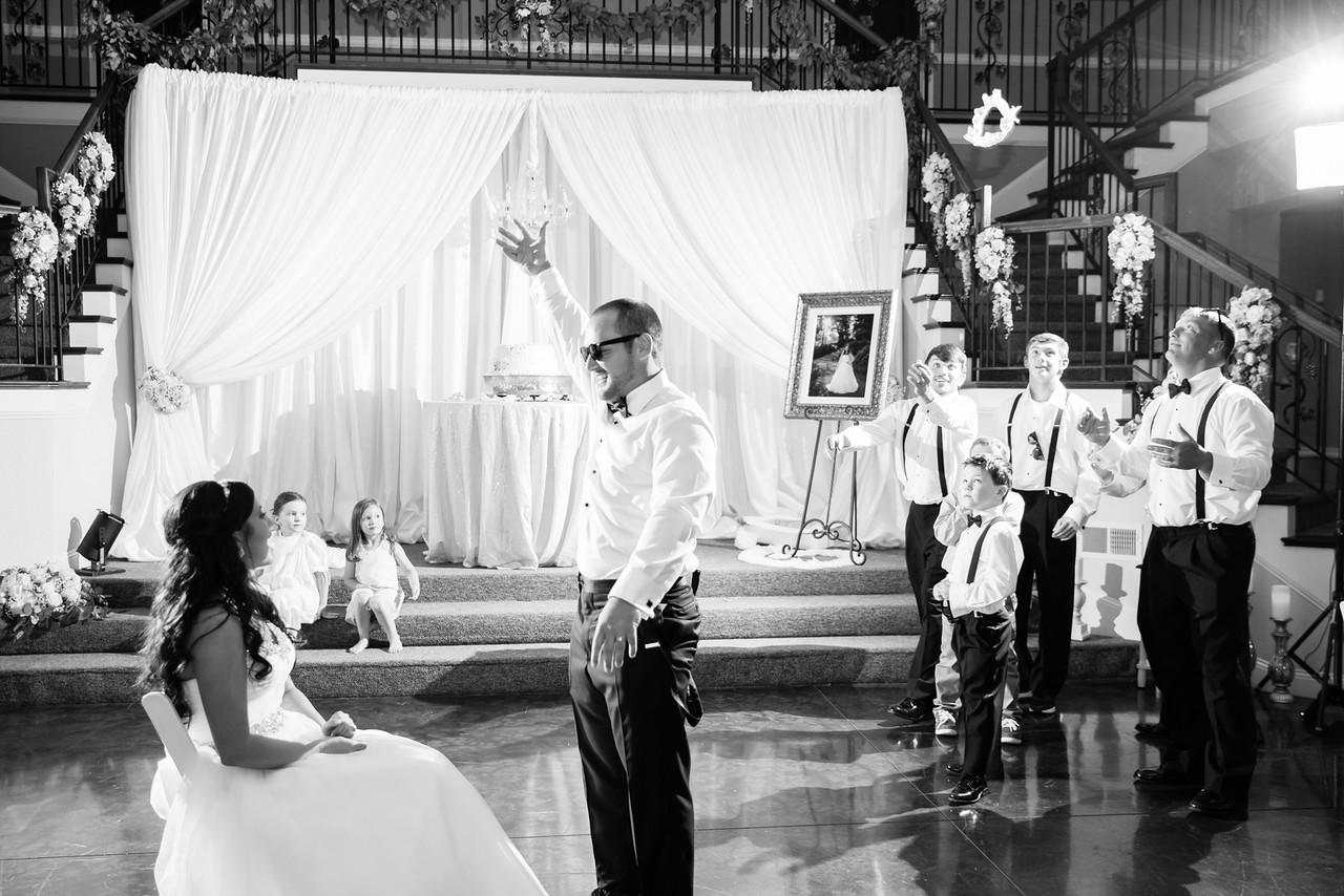 1108_Josh+Lindsey_WeddingBW-X2.jpg