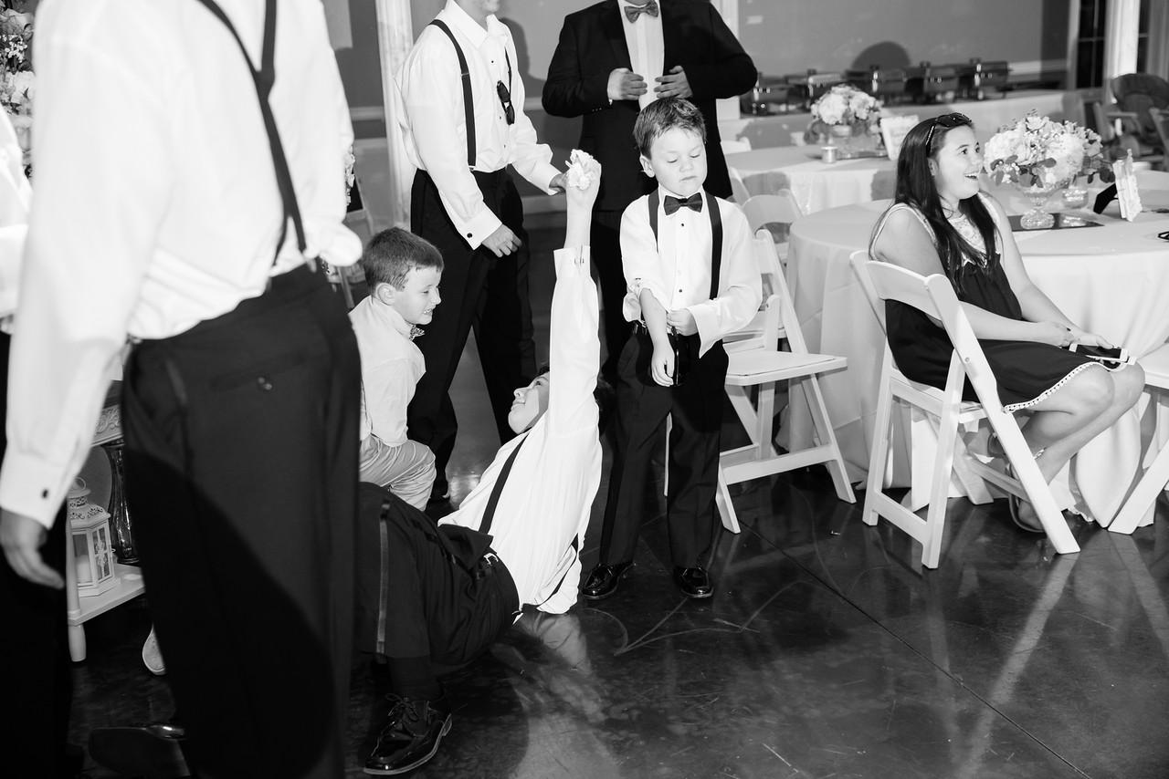 1114_Josh+Lindsey_WeddingBW-X2.jpg