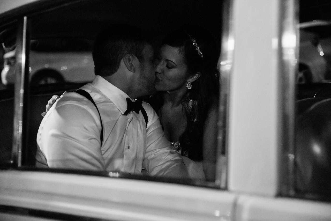 1202_Josh+Lindsey_WeddingBW-X2.jpg
